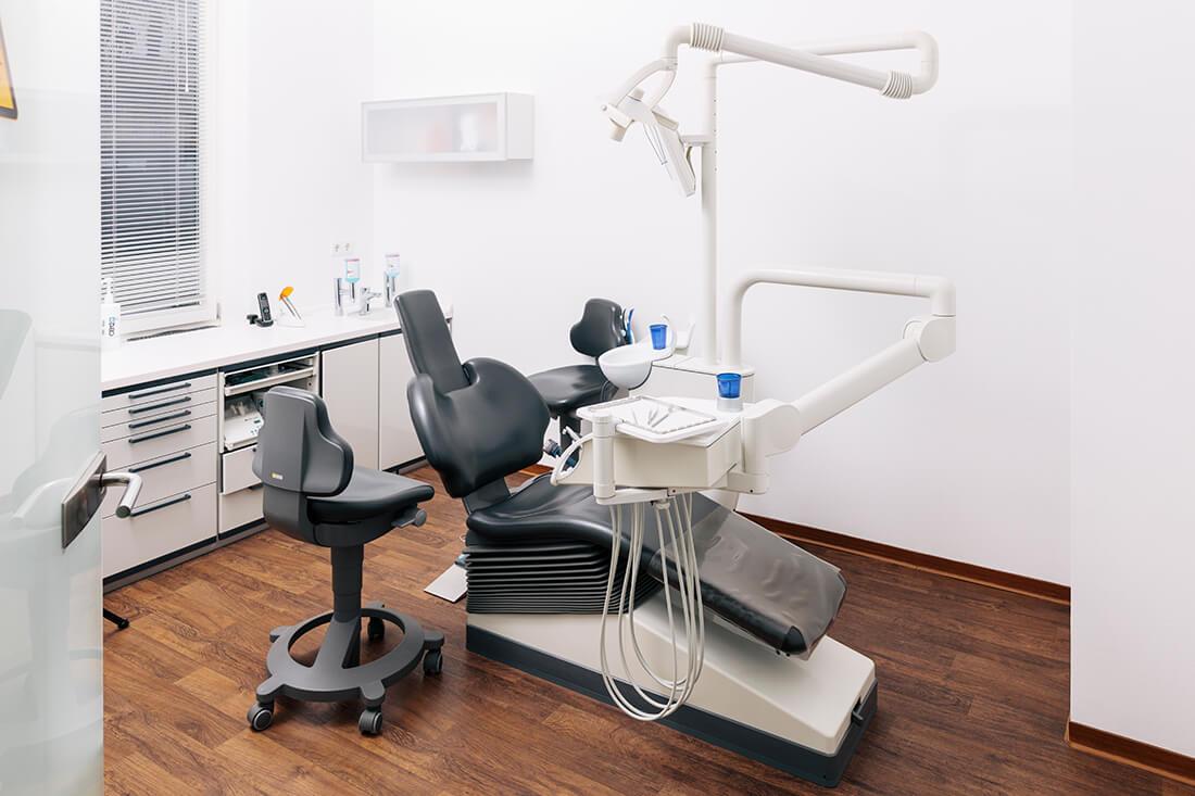 Zahnärztin Schwerin - Tetz-Bücking - Behandlungszimmer der Praxis